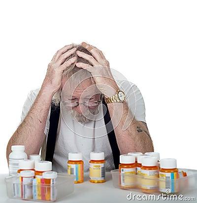 Sênior com prescrições demais