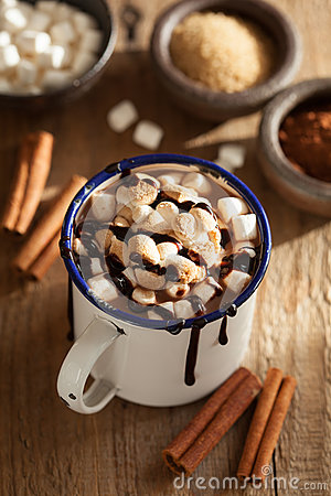 Free S`mores Hot Chocolate Mini Marshmallows Cinnamon Winter Drink Stock Photography - 80835732