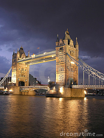 s nachts de Brug van de Toren van Londen