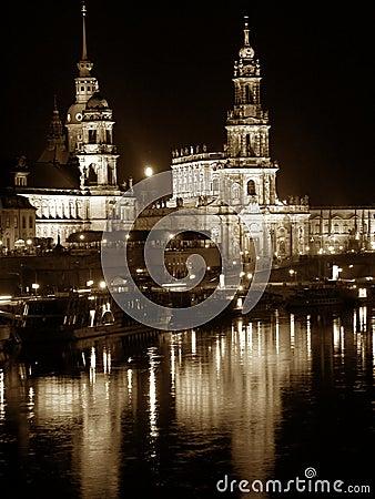 s nachts Dresden (Duitsland)