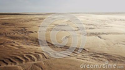 Sabbia di salto del vento sopra le dune sceniche video d archivio