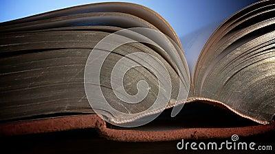 Sacra Bibbia: il cristianesimo è un credo religioso stock footage