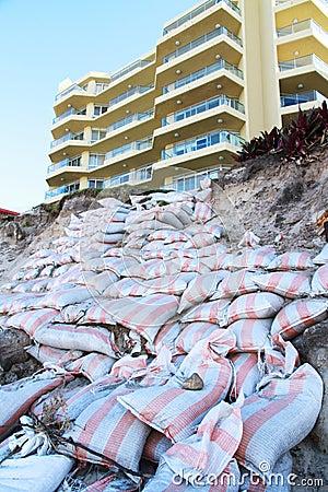 sacs de sable contre l 39 rosion des plages photos libres de droits image 30964368. Black Bedroom Furniture Sets. Home Design Ideas