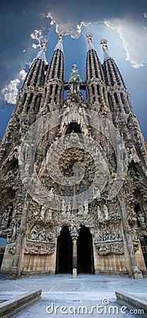 Sagrada Familia vertical panoramic view