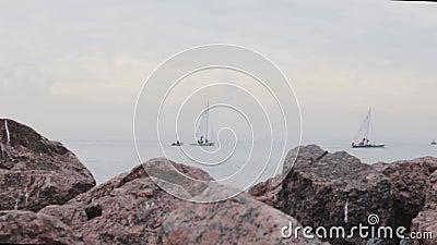 Sailboat falaises de mer yacht aventures paysage liberté romantique banque de vidéos
