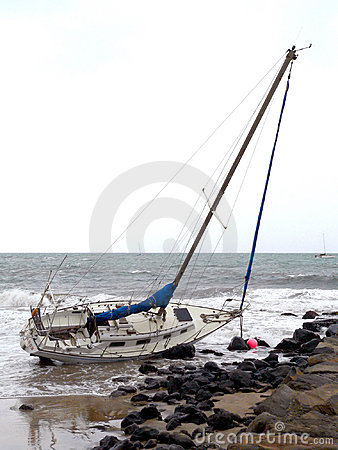 Free Sailboat On The Rocks Royalty Free Stock Photo - 165285