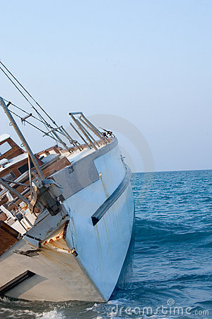 Free Sailboat Shipwreck Royalty Free Stock Photo - 2402485
