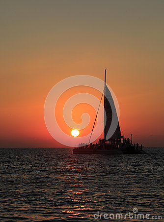 Free Sailing Into The Sunset Royalty Free Stock Photography - 47161557
