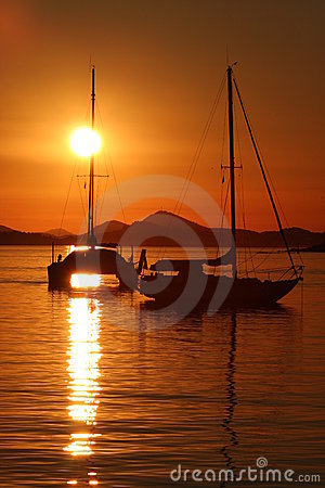 Free Sailing Into The Sunset Royalty Free Stock Image - 7894976