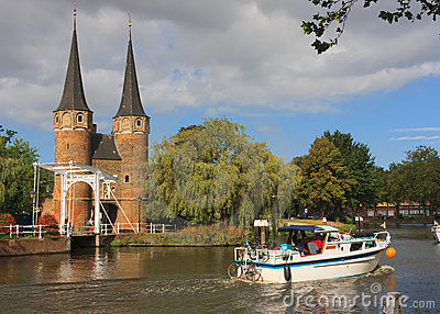 Sailing on Oostgate, Delft