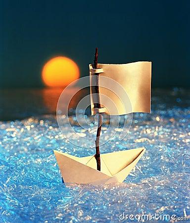 Sailing paper ship