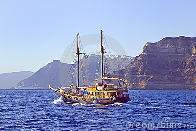 Sailing into Santorini