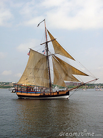 Free Sailing Tall Ship Royalty Free Stock Images - 2991639