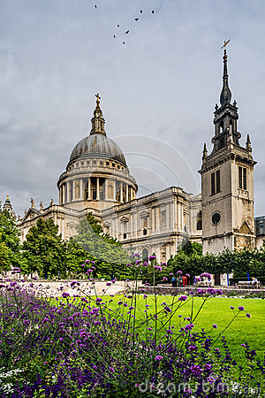 Free Saint Pauls Cathedral In London, England Royalty Free Stock Photography - 33367557