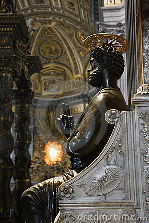 Free Saint Peter Statue In Saint Peter S. Stock Photography - 2041792