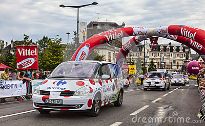 Reihe der Carrefour-Fahrzeuge Redaktionelles Stockfotografie