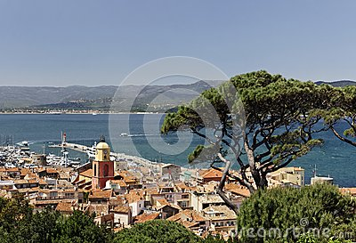 Saint Tropez, look on Gulf of St Tropez with parish church, Cote d Azur, Southern France