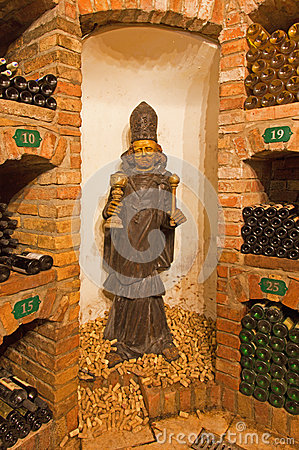 Free Saint Urban Carved Statue From Interior Of Wine Cellar Stock Photography - 37493702