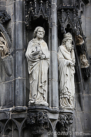 Saints at the Aachen cathedral