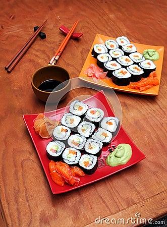 Sake avocado maki sushi