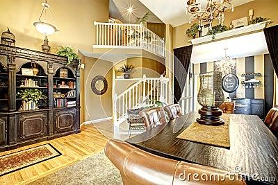 Sala da pranzo in casa americana di lusso fotografia stock for Stili di casa americana dispensa