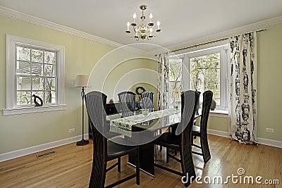 Sala da pranzo con le pareti verde chiaro fotografia stock - Pareti sala da pranzo ...