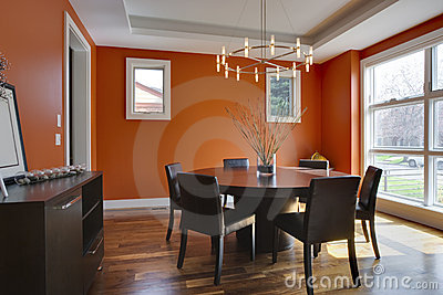 Sala da pranzo di lusso con le pareti arancioni fotografia stock libera da diritti immagine - Pareti sala da pranzo ...