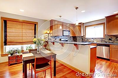 Sala da pranzo e cucina con i colori dorati immagine stock for Cucina con sala da pranzo