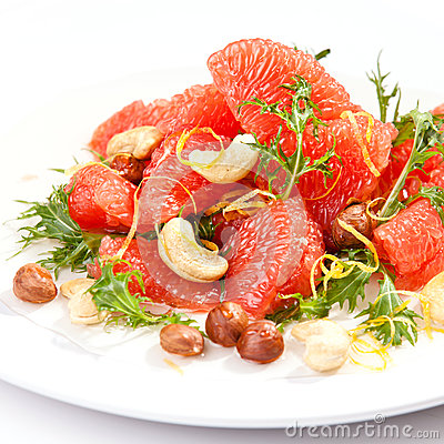 Salad with arugula, grapefruit and nuts