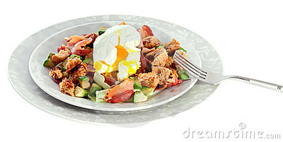 Salad with bacon, avocado and egg