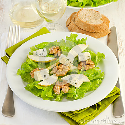 Salad with cheese gorgonzola, pear and walnut