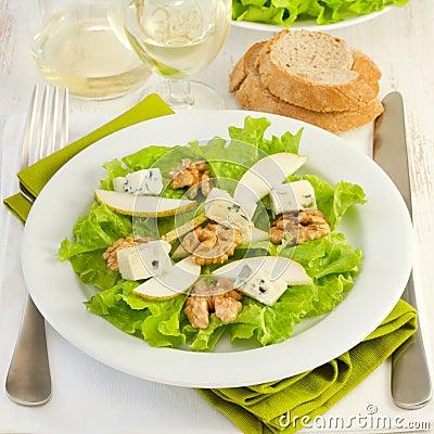 Salad with cheese gorgonzola, pear and walnut