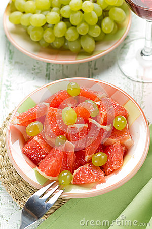 Salad with grapefruit and grapes