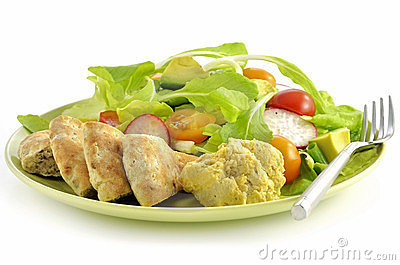 Salad with hummus and pita bread