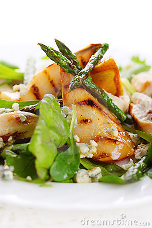 Salad mix with pears and grilled asparagus