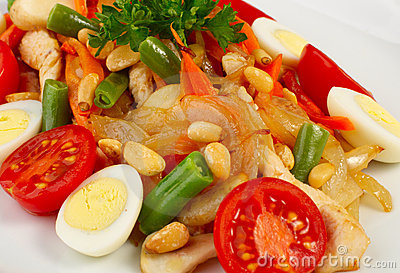 Salad with vegetables and chiken