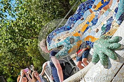 Salamandra do mosaico em parc guell barcelona imagem for Salamandra barcelona