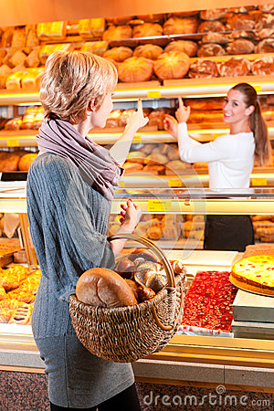 Free Salesperson With Female Customer In Bakery Royalty Free Stock Photography - 25531967