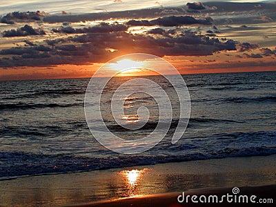 Salida del sol 4 del océano