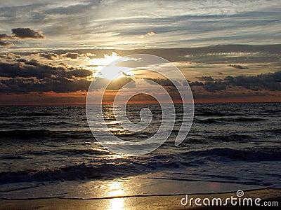 Salida del sol 6 del océano