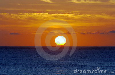 Salida del sol del océano