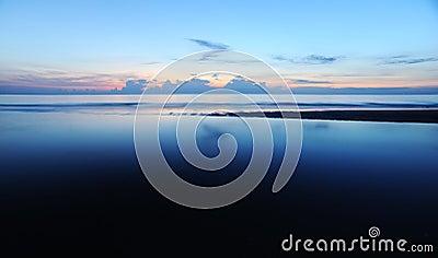Salida del sol en el mar