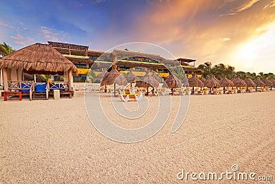Salida del sol en la playa del Caribe
