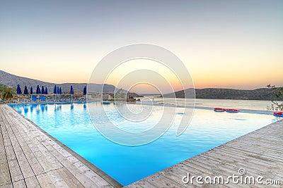 Salida del sol sobre la bahía de Mirabello en Creta