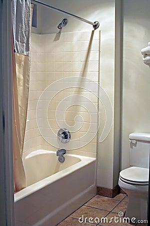 Salle de bains propre et simple images stock image 5751614 for Mr propre salle de bain