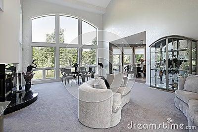 Salle de s jour avec la fen tre panoramique images libres for La fenetre panoramique