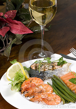 Free Salmon And Shrimp With Wine Stock Images - 1629284