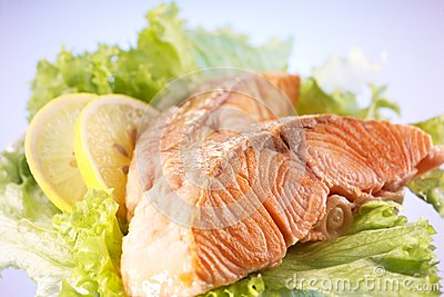 Salmon filet with lemon