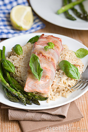 Salmon with rice and asparagus