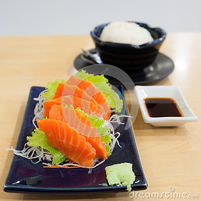 Salmon sashimi with garnish